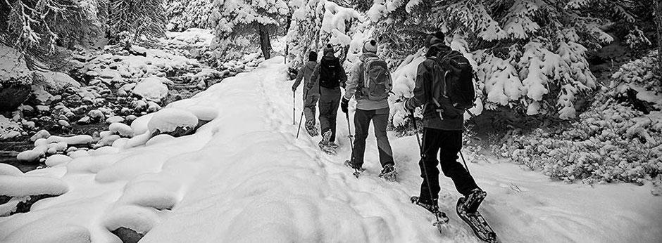 Schneeschuhwanderung im verschneiten Valzifenztal in Gargellen