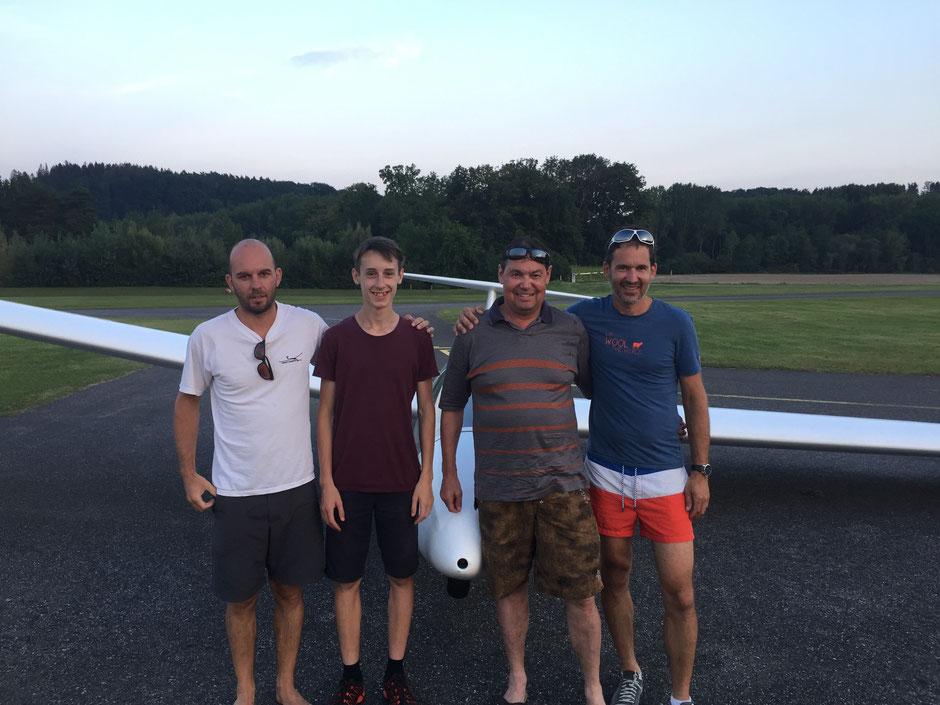 Unsere Flugschüler 2020 und fertige Piloten für 2021 - Glück ab, gut Land Jungs