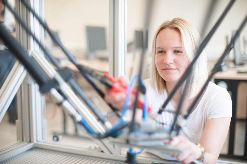 """PR Kampagne zur Bewerbung des Studienangebotes """"Wirtschaftsingenieurswesen für Frauen"""" der Hochschule Wilhelmshaven - 2018"""