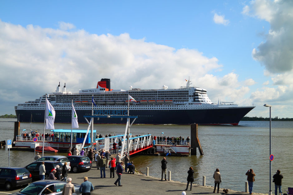 Queen Mary 2 passing Stadersand on her way to Hamburg for the harbor anniversary 2012