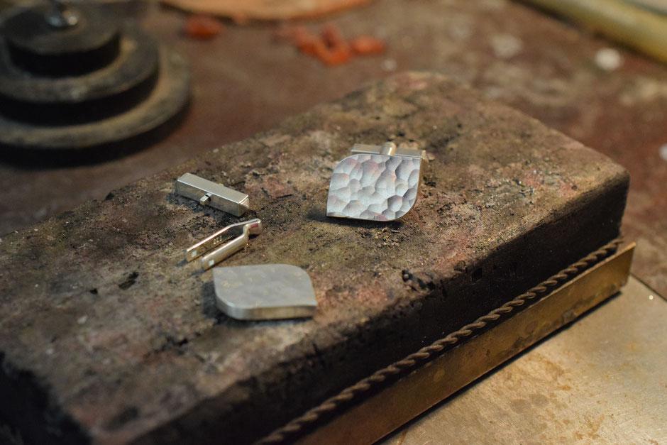 Bild: Hammerschlag Manschettenkönpfe aus Silber