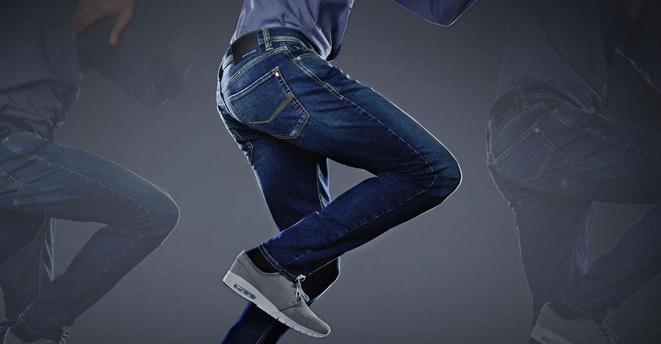 Wir sind kein reiner Online-Shop und wollen es auch nicht werden. Wenn Ihre Jeans bestellt werden muss oder in einem unserer anderen Geschäfte vorrätig ist, kann dies zu einer verspäteten Lieferung führen. Foto: Pierre Cardin