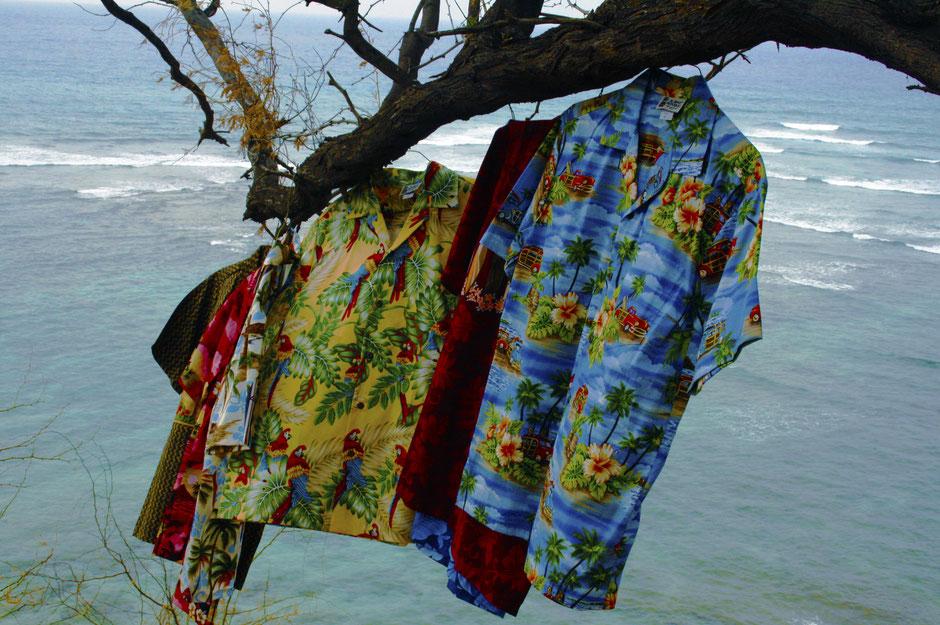 Hawaiihemden von Rocketeers im Wind