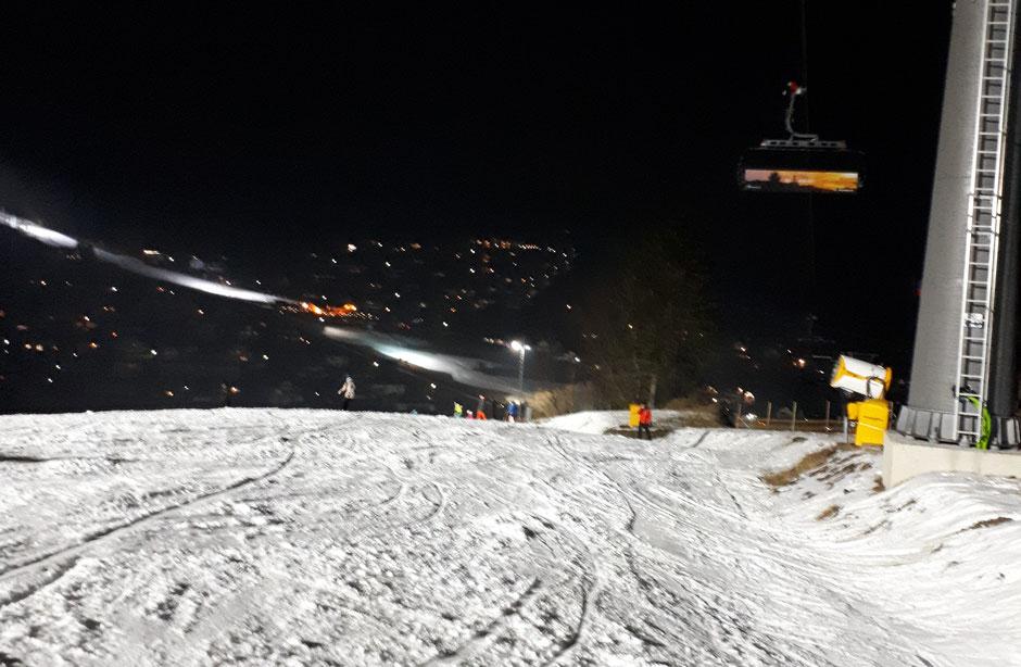 Mal ein anderes Ski-Erlebnis: Flutlicht Skifahren - hier in Willingen mit beheizten Sitzen und Hauben