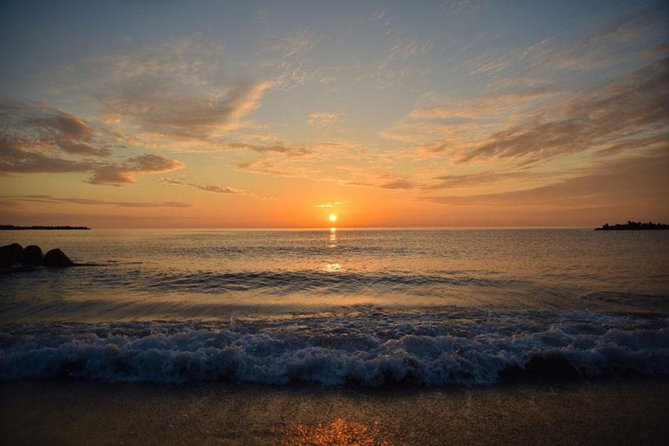 日本海の美しい夕焼け