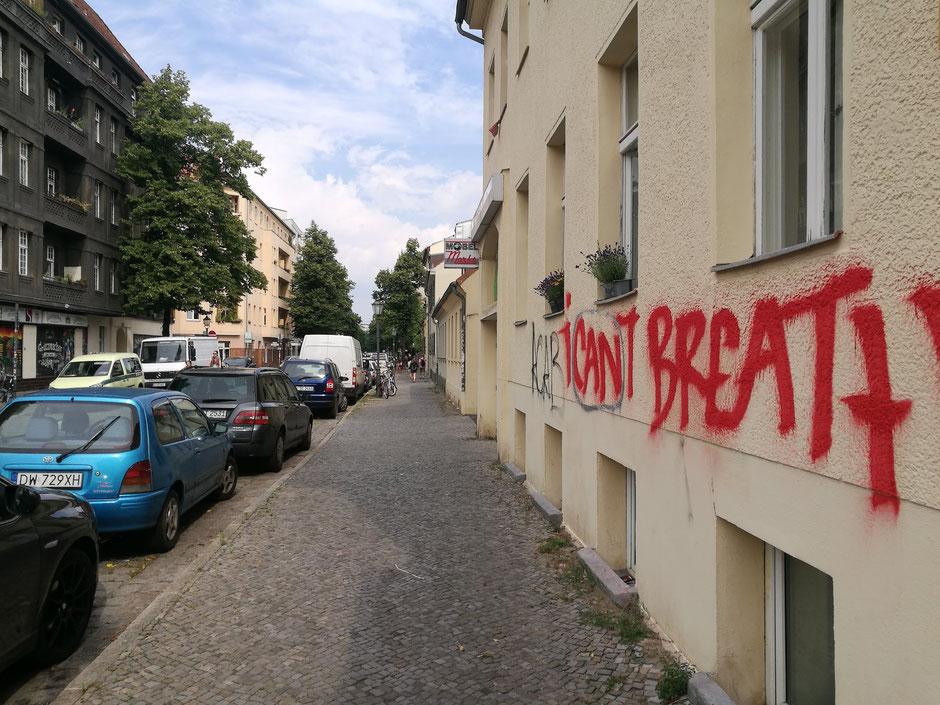 Bedrukte tijdsgeest in Berlijn. Foto: Peter Bijl