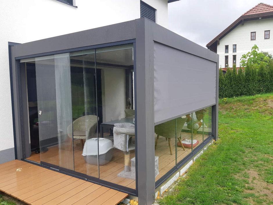 Glas Wintergarten mit Lamellendach