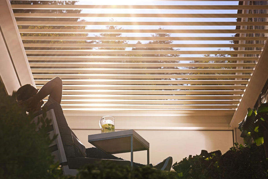 Lamellendach als Sonnenschutz