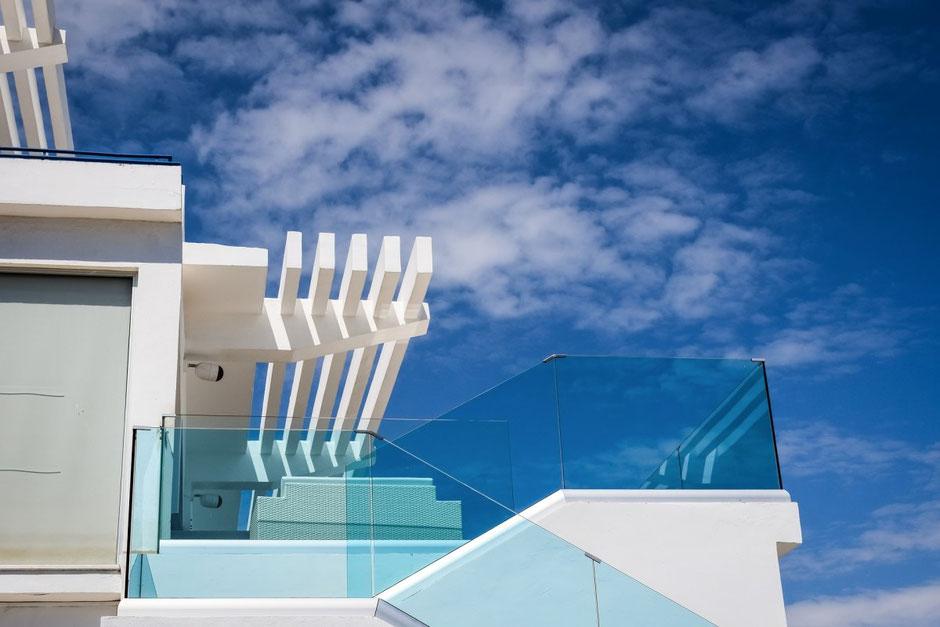moderne Terrasse mit Glas