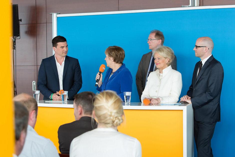 Moderator Politik und politische Talkrunden: Tim Christopher Gasse moderiert Veranstaltung mit Bundeskanzlerin Dr. Angela Merkel