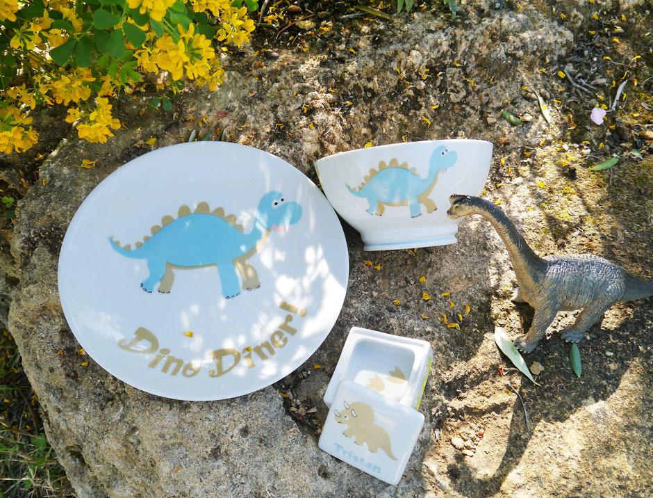 Set vaisselle dinosaure enfant personnalisable Nara Porcelaine