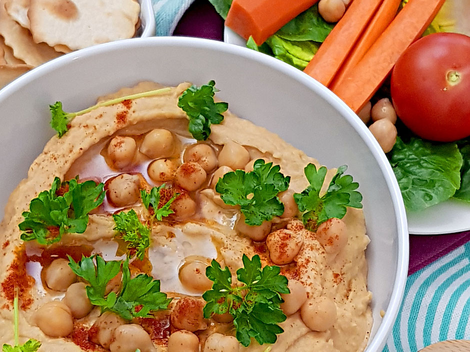 Mandel-Hummus