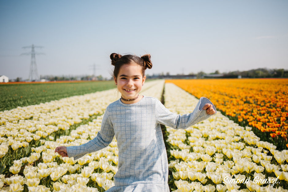 white tulips girl happy Voorhout photoshoot