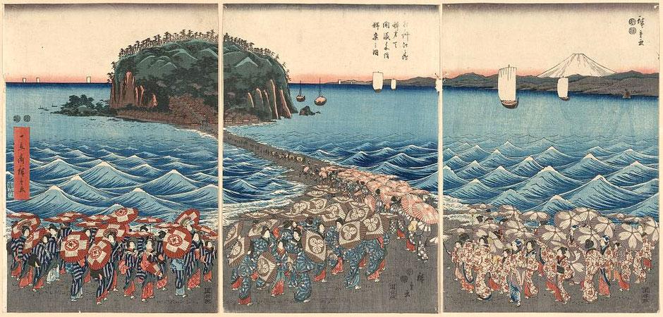 Estampe de Utagawa Hiroshige 1851 : Foules visitant le sanctuaire de Benzaiten à Enoshima dans la province de Sagami à l'occasion de la visite spéciale (Sôshû Enoshima Benzaiten kaichô sankei gunshû no zu)
