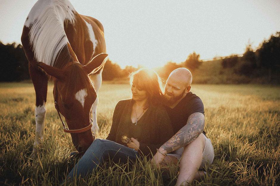 Paarfotoideen Paarfotos mit einem Pferd