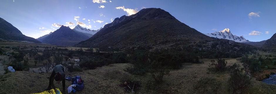 Vous voyez le mont enneigé au dessus des fesses de Nathalie ? Paraît-il que c'est la montagne Paramount ! Oui celle des studios !