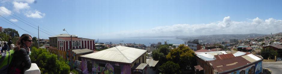 Panorama sur la ville et la mer à Valparaiso