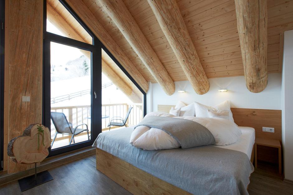 Gemütlich eingerichtete Naturstamm Chalets in Tirol