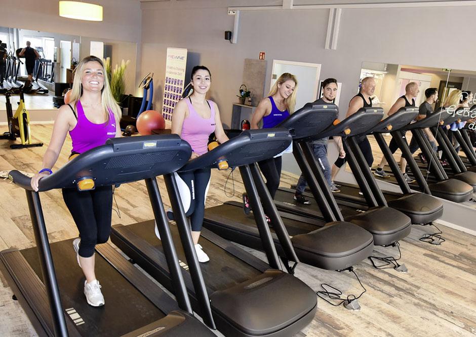 Im Fitnessstudio in  NOW-FIT in Raubling bei Rosenheim, Salzburg, Kufstein und Kiefersfelden, Ausdauer, Erhöhung der Alltagsbelastbarkeit Stärkung des Herz-Kreislauf-Systems Verbesserte Ermüdungswiderstandsfähigkeit Figur-Forming Senkung der Blutfettwerte