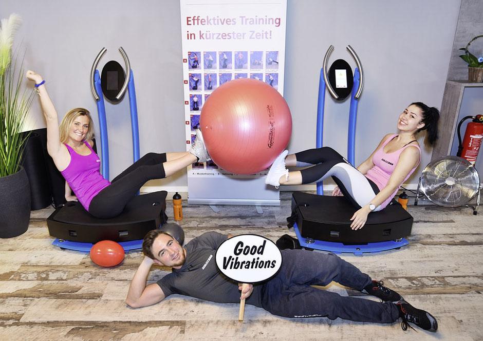 Im Fitnessstudio NOW-FIT in Raubling bei Rosenheim, Salzburg, Kufstein und Kiefersfelden. Vibrationstraining, Maximaler Erfolg Hautstraffung durch hochfrequente Vibrationen Aktivierung des Muskelpotentials Zielgerichtetes Verbrennen der Körperspeicher