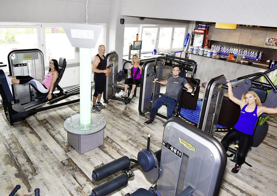 Im Fitnessstudio NOW-FIT in Raubling bei Rosenheim, Salzburg, Kufstein und Kiefersfelden, 8-Stationen-Zirkel, Ganzkörpertraining Abwechslungsreich Zeitsparend Training ohne Wartezeiten