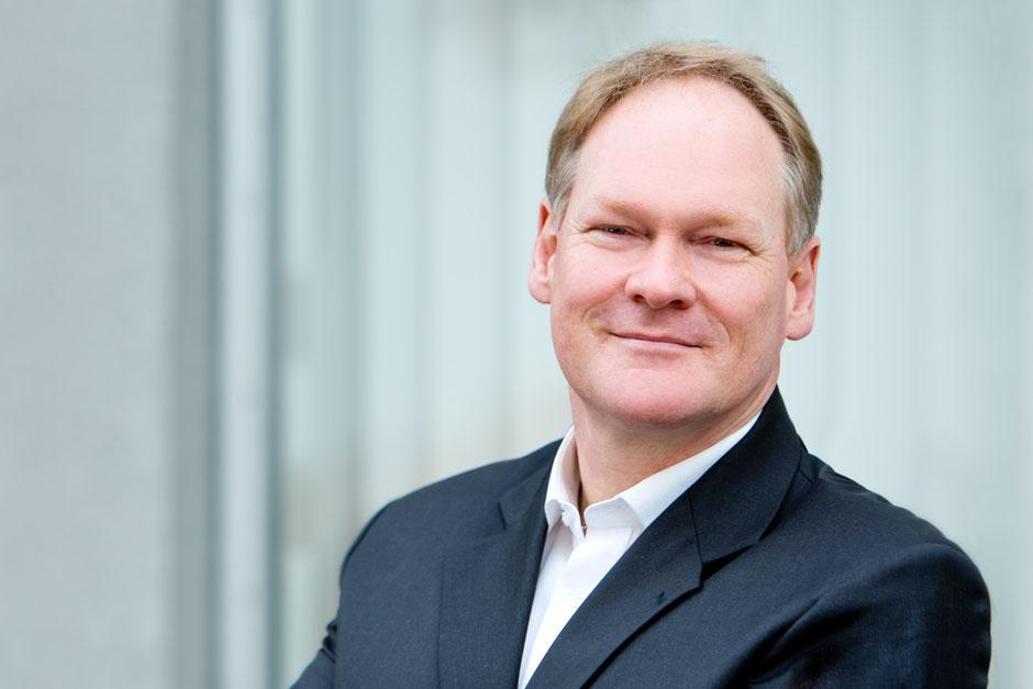 Christian Fassbender von FASSBENDER ERFOLGSENTWICKLUNG ist ein erfahrener Erfolgsentwickler, Impulsgeber, Sparringpartner, Business & MentalCoach sowie Mentor und Mediator