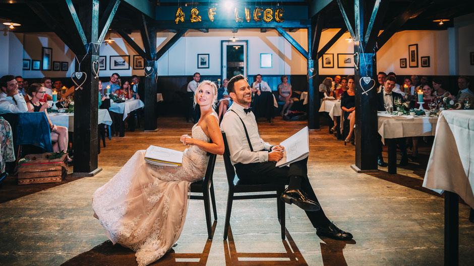 """Brautpaar in der Hochzeitslocation """"Alte Galerie"""" auf Schloss Hohenkammer"""