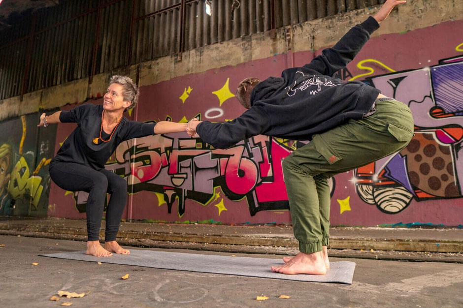 Claudia Poggemann Kursbeschreibung Yoga Online Kurse Erwachsene Senioren Kinder