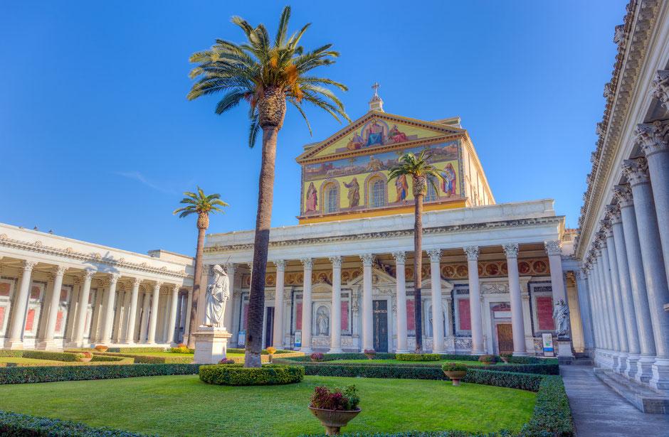 Blick auf Sankt  Paul vor den Mauern in Rom