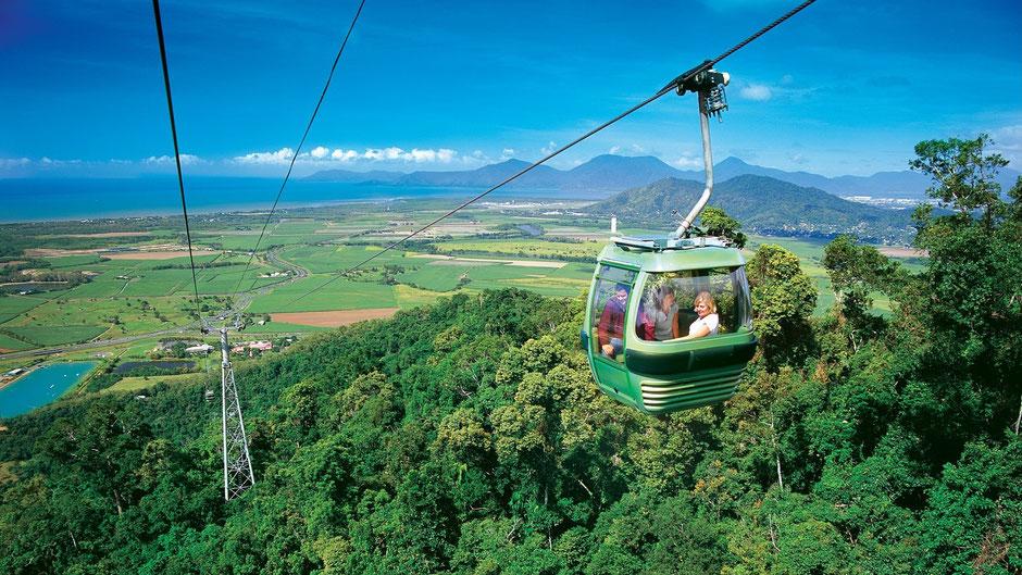 Cairns Sehenswürdigkeiten Skyrail über dem Dschungel nach Kuranda