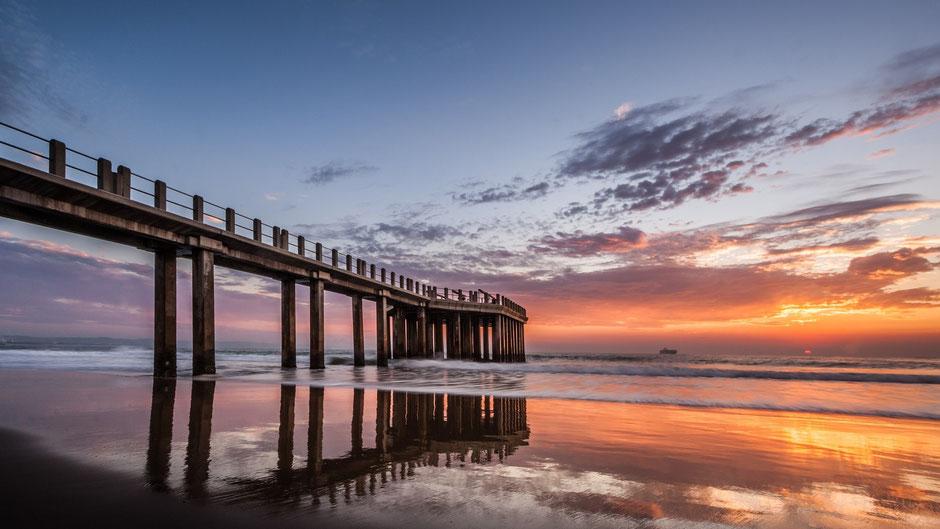 Durban Reisen und Sehenswürdigkeiten: Essen mit Blick auf den Strand vom Indischen Ozean