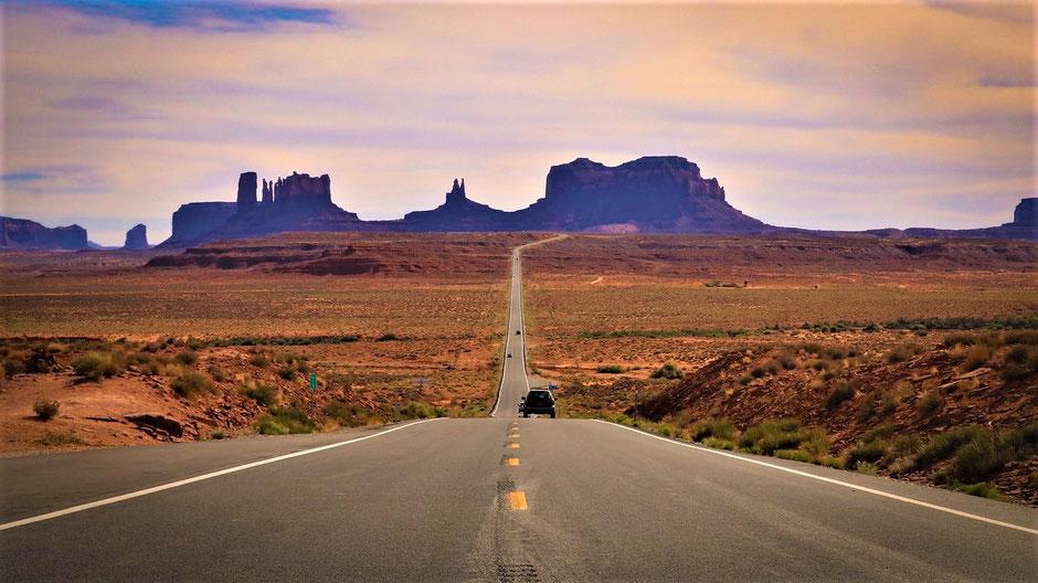 Südwesten USA Touren - Der Weg ist das Ziel: Fahrt durchs Monument Valley