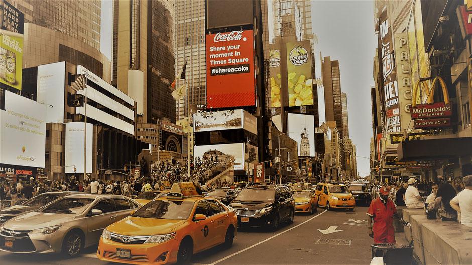 New York Reisebericht Schrill, bunt, hektisch und laut am Times Square