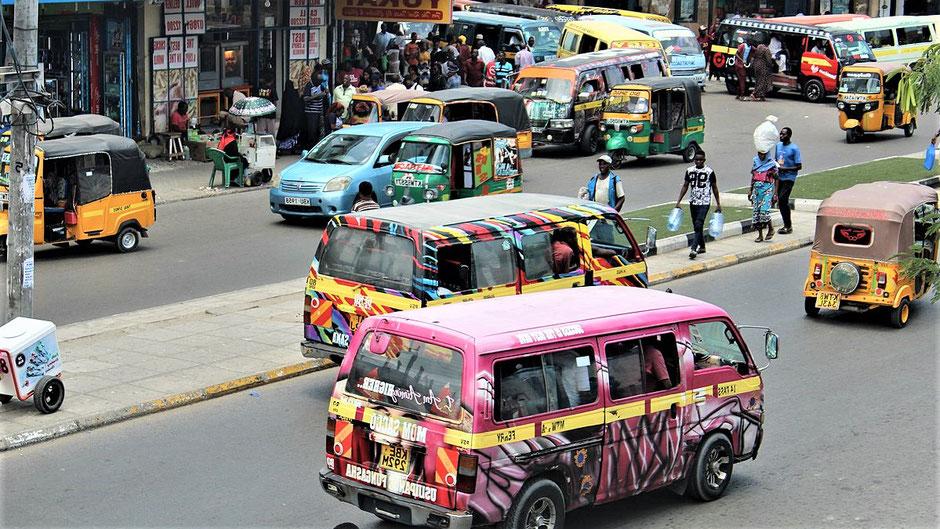 Mombasa Kenia Safari Mit dem Matatu durch die Stadt