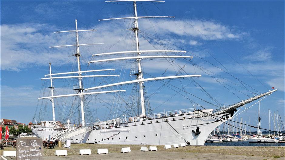 Stralsund Urlaub Tipps: Besichtigung der Gorch Fock im Hafen von Stralsund