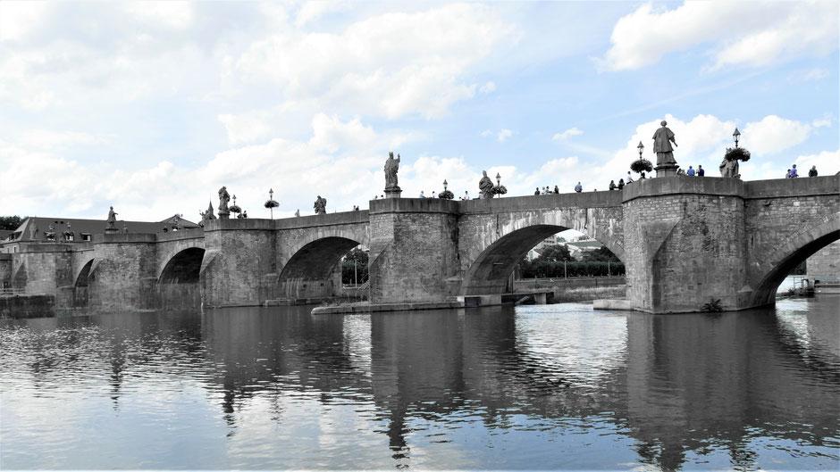 Würzburg Sehenswürdigkeiten: Die Alte Mainbrücke