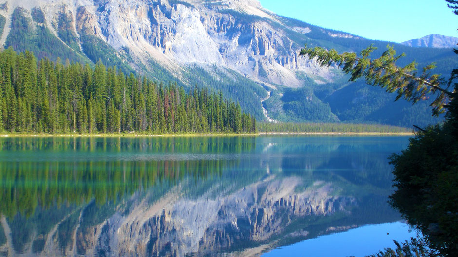 Kanada Rocky Mountains Rundreise Emerald Lake im Yoho Nationalpark