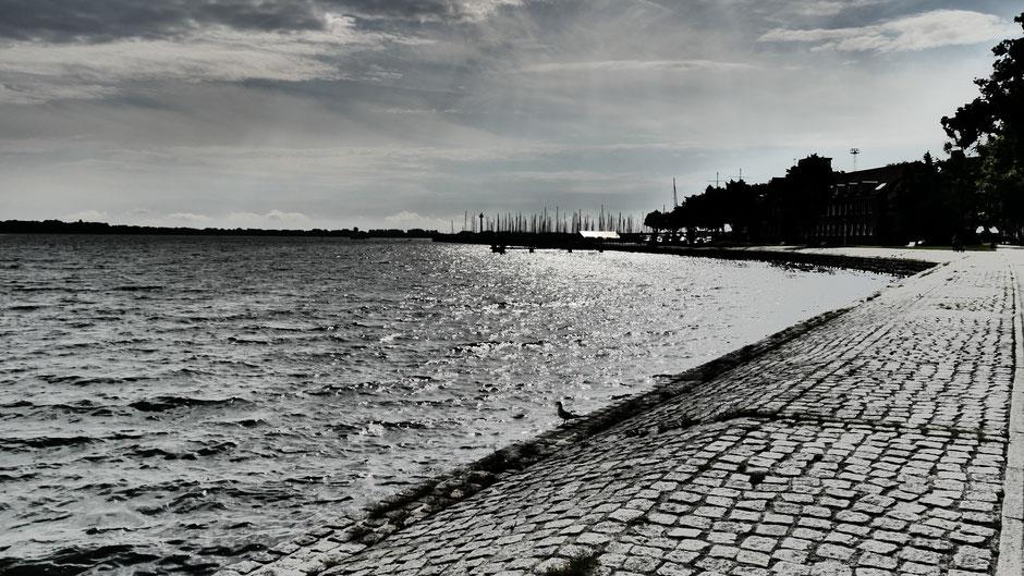 Stralsund Sehenswürdigkeiten: Die Sundpromenade im Abendlicht