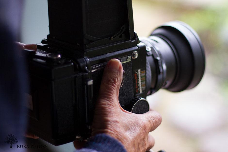 スタジオでは、フィルムの大きなカメラを使う。父のスタジオも、勤務したスタジオも、RB67だったことに親近感を覚えた。