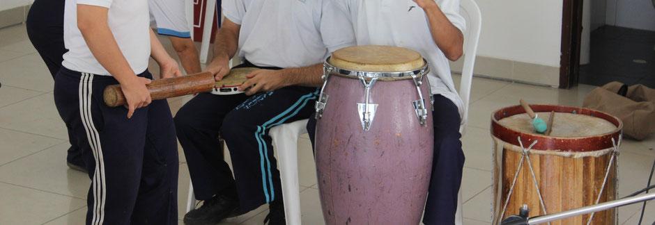 Sonderprojekte heißt Musikinstrumente und Bürobedarf kaufen Kolumbien direkt e.V. ermöglicht Sonderprojekte