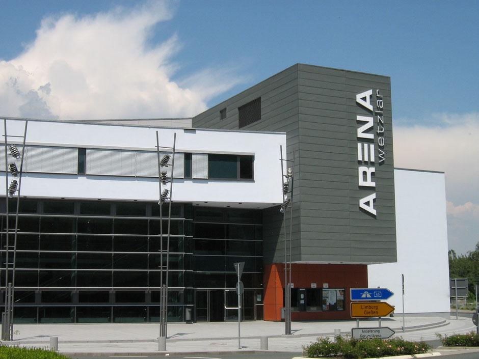 Der Eingangsbereich der Rittal-Arena in Wetzlar