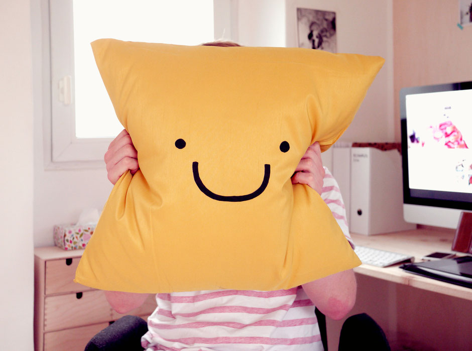 bobsmade pillow smily
