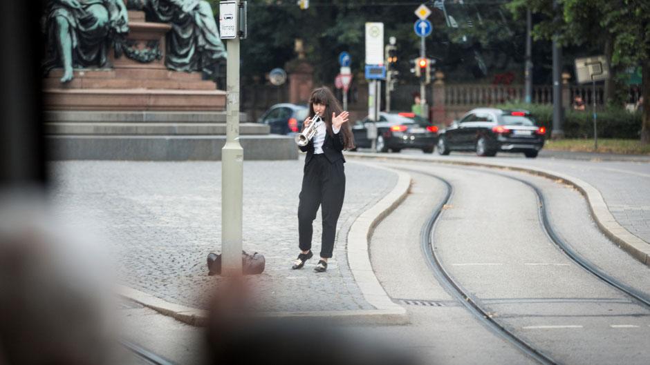 TINGEL TANGEL FAHRT MIT KRAM. Tram-Konzertperformance (2017 / München)