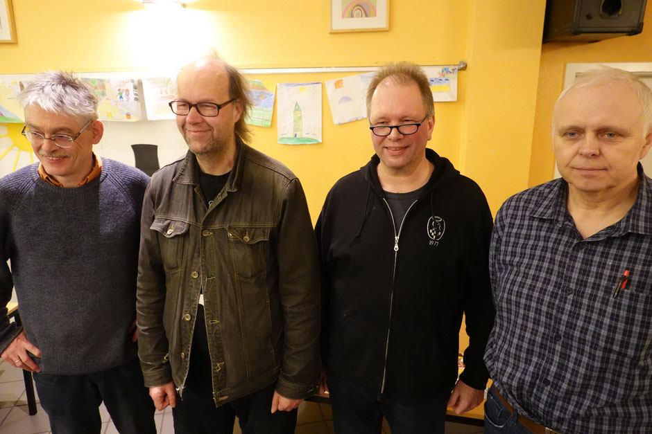 Glückwunsch an die strahlenden Turniersieger: Thomas Rieling (2. von rechts) gewann vor Hauke Reddmann (2. von links) und Adam Cichocki (rechts außen).