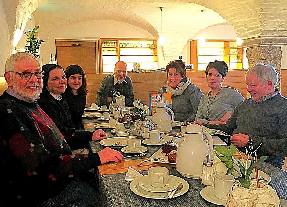 Jan Oechsner mit den Mitwirkenden aus Waldsassen für Kurzfilm Die Treppe