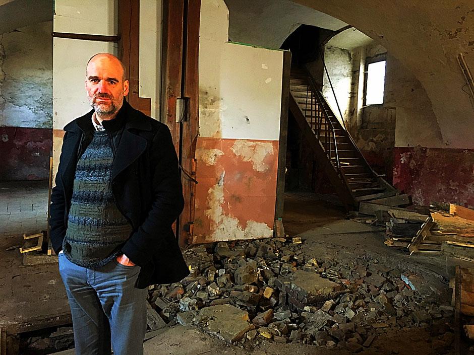 Jan Oechsner, Regisseur von Die Treppe, am Drehort im Kloster Waldsassen