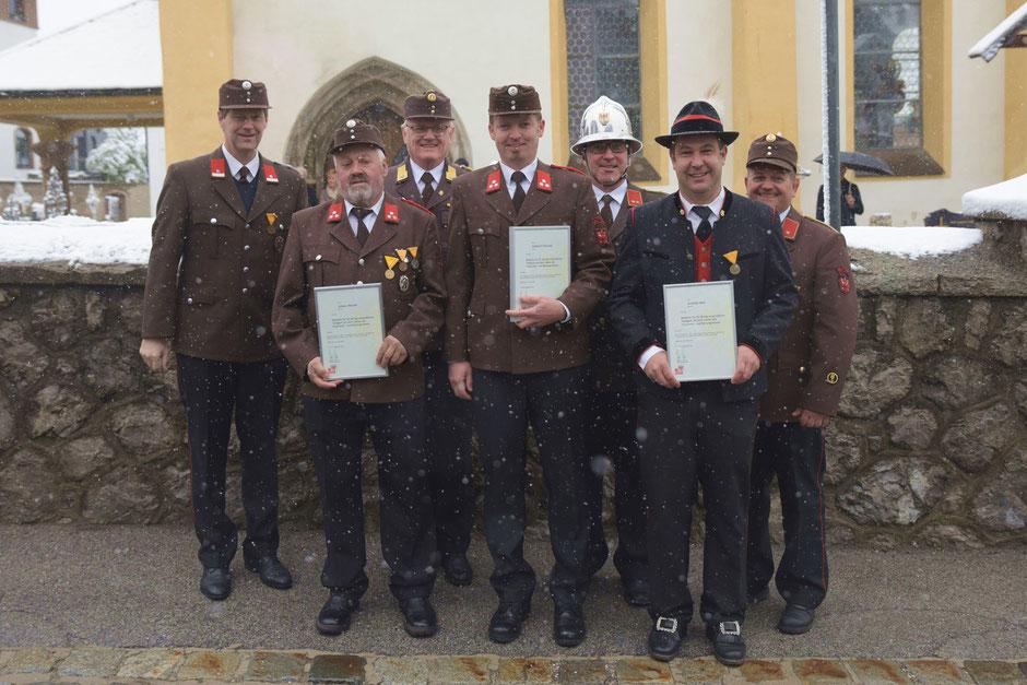 v.l.: BGM Hansjörg Peer, Johann Wurzer, Bezirkskassier Alfred Harb, Gebhard Fleißner, Martin Tanzer, Andreas Mair, Joschi Fritz