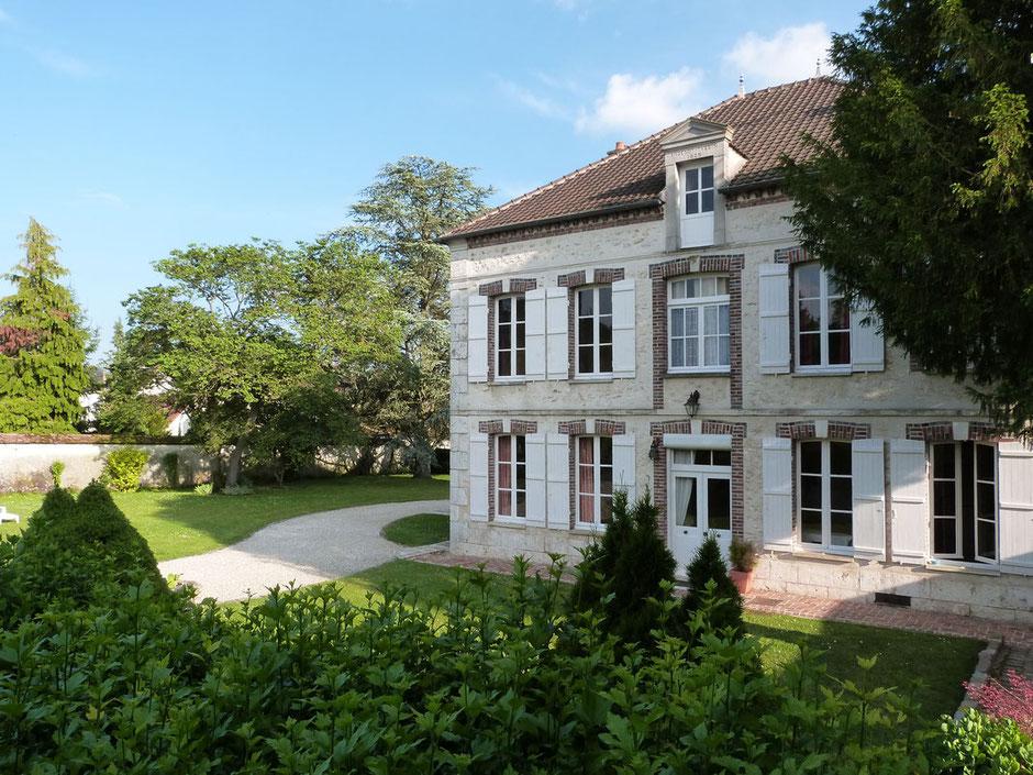 Chambres d'hôtes dans une demeure du 19e siècle ceint d'un jardin arboré de 7000m².