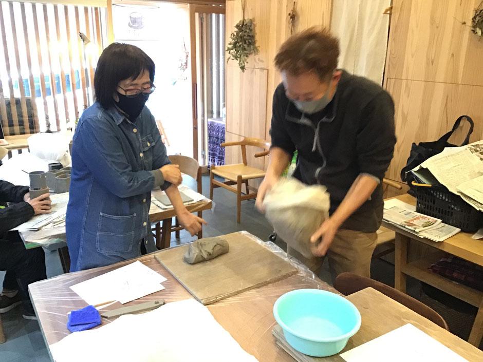 大阪府吹田市で陶芸教室が体験できるアラウンドカフェ、ご興味がある人はぜひご参加ください。