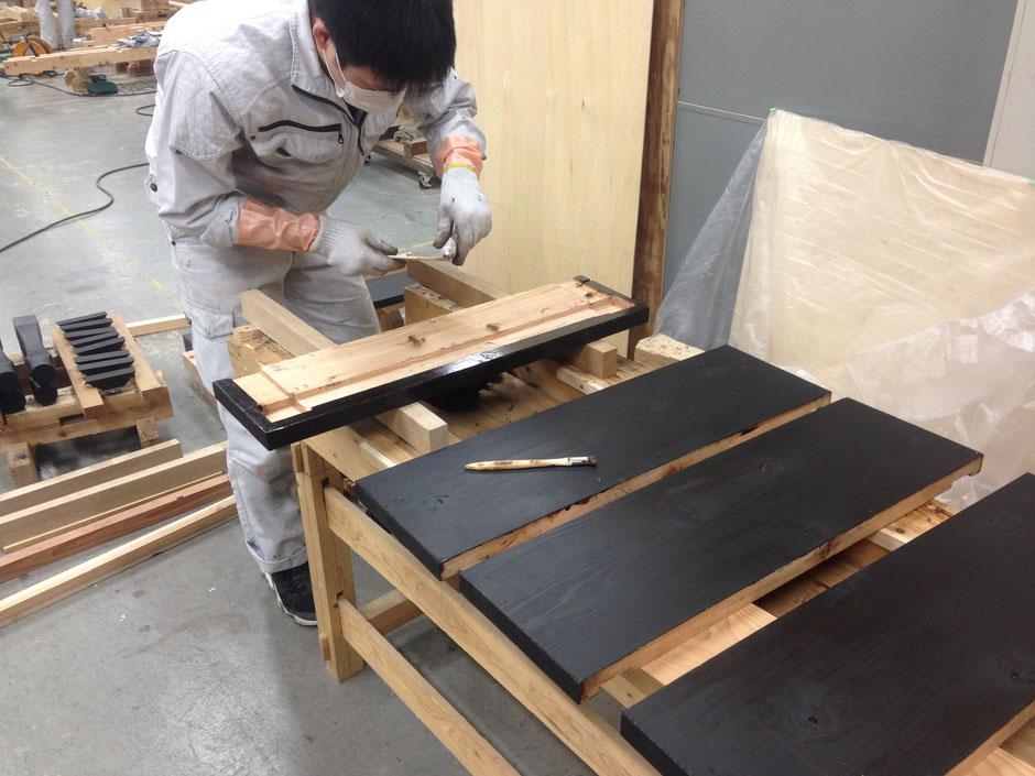 大阪府天満橋の大阪工業技術専門学校で漆のDIY。学生と一緒に漆塗りをしました。